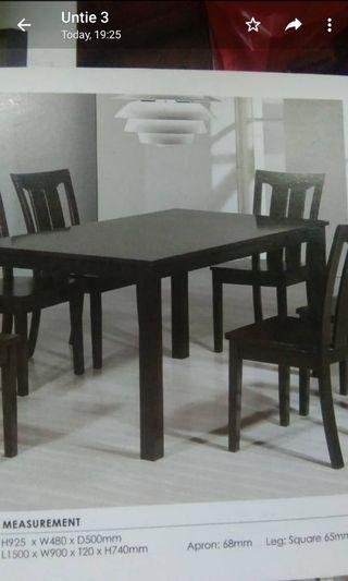 🚚 Wood Dining Table