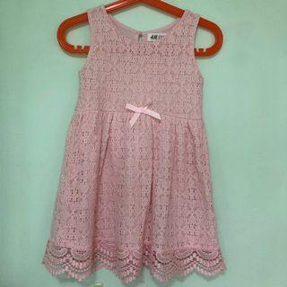 🚚 👗H&M👗 Girls' Sleeveless Pink Lace/ Lacy Skater Dress C/W Ribbon (Size: EUR98/104)