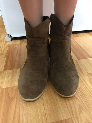 🚚 咖啡皮馬靴 牛仔靴 顯瘦靴子