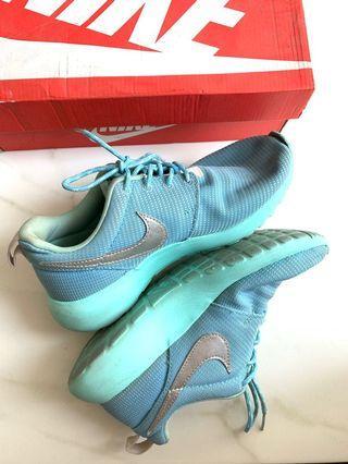 Nike Roshe Run in Mint-Blue