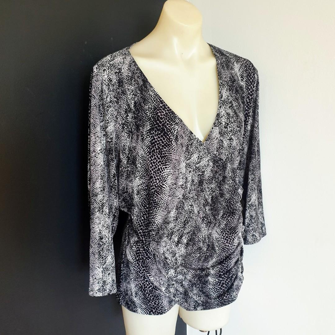 Women's size XL 'JACQUI E' Gorgeous snake print overlapping long sleeve top - AS NEW