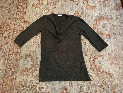Initial 中袖毛衣。九成新。未着過。