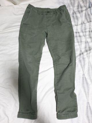 🚚 UNIQLO KIDS Army Green Pants