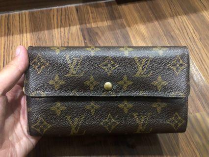 lv wallet authentic kondisi apa adanya (bisa retouch di bag spa)