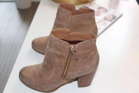 Aldo light brown leather  ankle boots - size 9