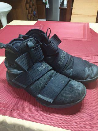 d2d570e61c3 Nike LeBron soldier 10