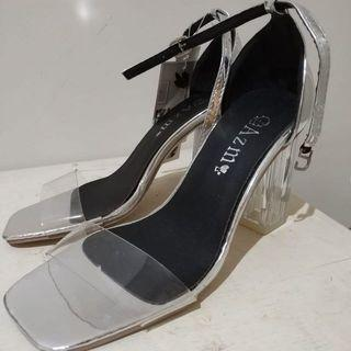 Sepatu Kaca