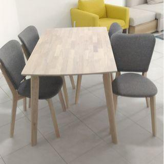 Dining table & Chairs x4