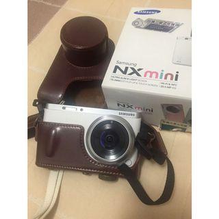 只使用兩次類單眼相機Samsung NXmini白色 原廠公司貨 全配 附清潔組