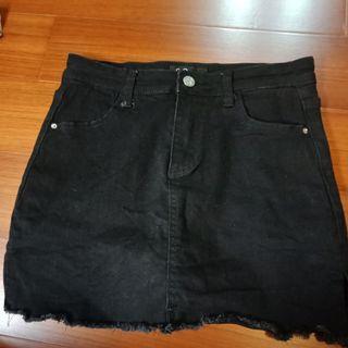 🚚 百搭黑色牛仔褲裙