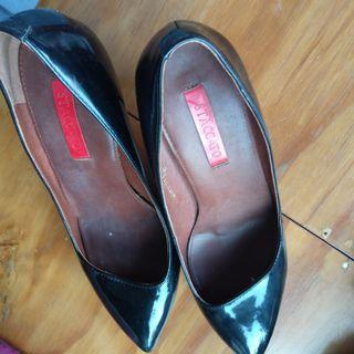 Sepatu wanita staccato