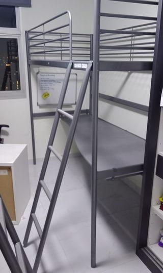 🚚 Ikea svarta loft bed