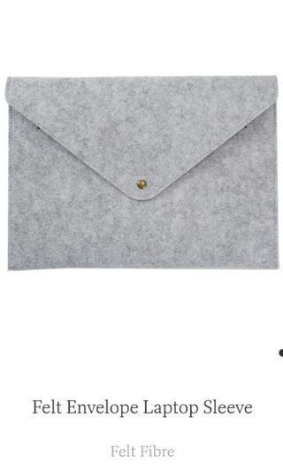 Iuiga - Felt Envelope Laptop Sleeve