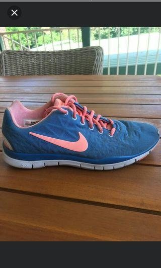Size 8.5 womens shoes nike