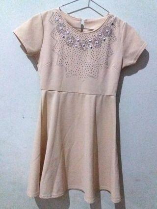 Dress warna krem