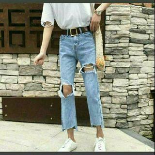 淺藍牛仔破褲#半價衣服拍賣會