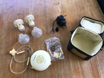 🚚 Lightly used medela swing maxi double breast pump