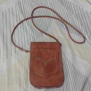Brown slingbag