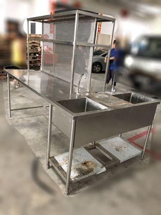 🚚 Stainless steel table and kitchen sink