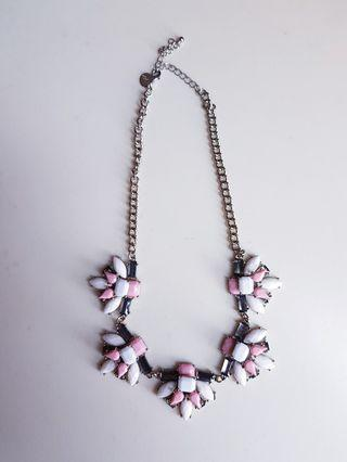 🚚 Pink and white Statement Necklace