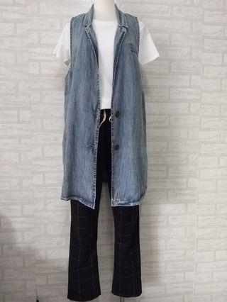全新。深藍色雙口袋格子褲