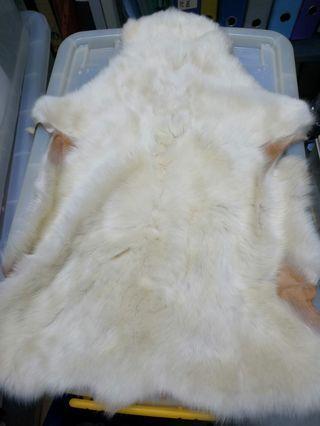小羊皮。長。短毛
