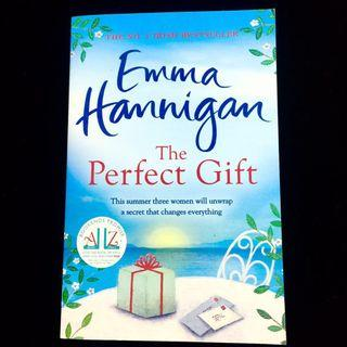 The Perfect Gift by Emma Hannigan (family chick lit novel book)