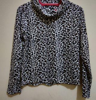 turtle neck motif macan