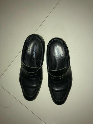 Hush puppies black guys leather loafers / shoes