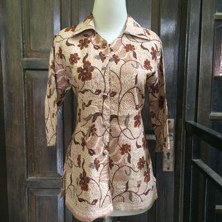 Kemeja Floral batik krem