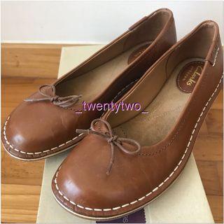BNIB Clarks Leather Flats