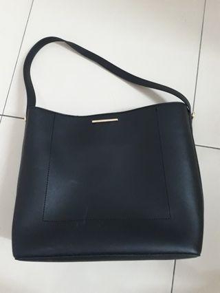 Black Handbag by Vincci
