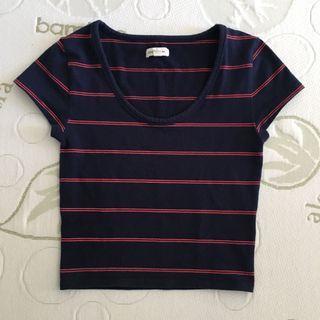 Size 6 Navy and Red Short Sleeve Scoop Neck Crop Top