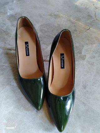 🚚 墨綠色尖頭高跟鞋