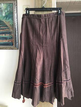 🚚 全新伊貝麗專櫃鹿皮復古綁帶不規則長裙