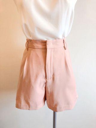 藕粉色西裝短褲