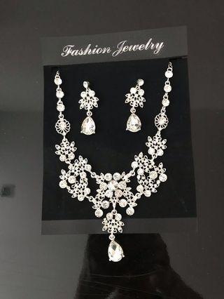 🚚 Jewellery Set with Earrings