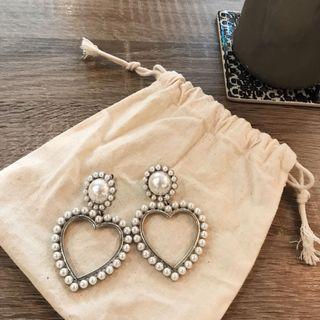 🚚 珍珠愛心耳環