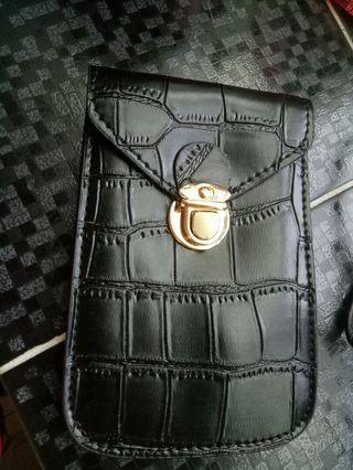 🚚 黑色側背手機包
