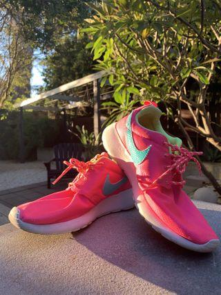 NIKE Women's Neon Pink Roshe Runs