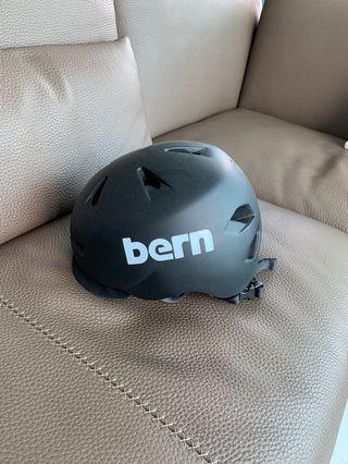 Bern 頭盔