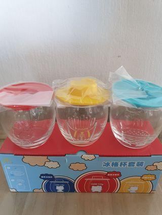 BNIB Hello Kitty Cups wit cup lids/ Hello Kitty ice cubes maker