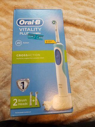 Oral-B 百靈牌美白電動牙刷