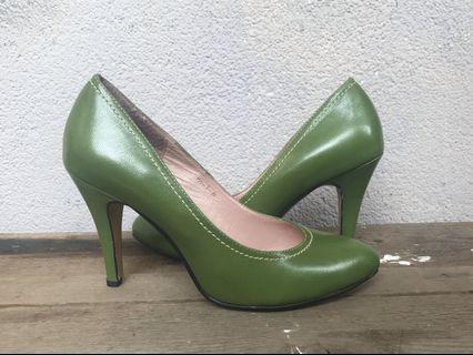 🚚 復古草綠色高跟鞋