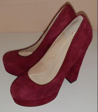 Red suede size 7 Wittner heels