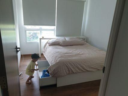 🚚 White Ikea queen bed + mattress + 4 spacious storage drawers