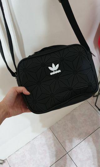 菱格 愛迪達 Adidas 三葉草 肩背包