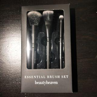 Makeup brushes (set of 3!) Beauty heaven essential brush set #SwapAU