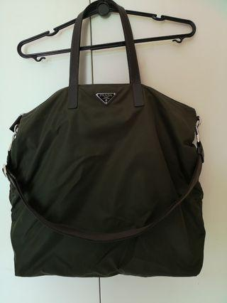 🚚 Prada Green tote bag like new