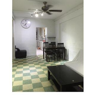 2+1. clementi MRT. Blk 304. fully furnished. aircons. fully furnish. available 20/5 .